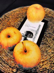 E dal cielo caddero tre mele Narine Abgarjan